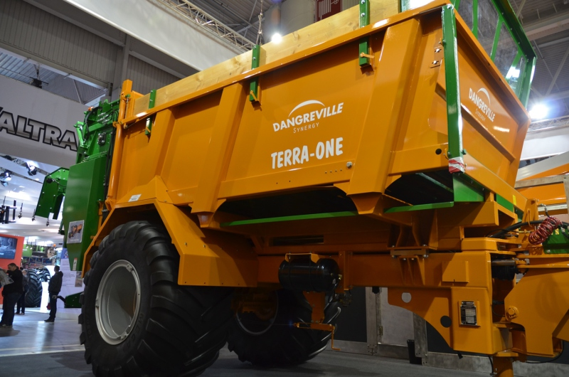 SIMA 2017: Self-loading SP muck spreader