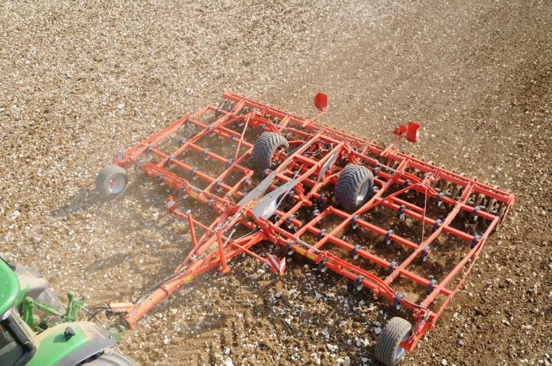 Kuhn multi-purpose seedbed cultivator