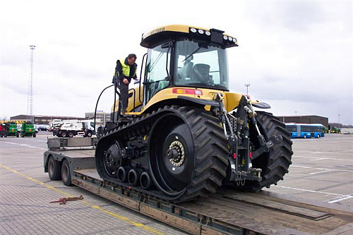 Selling and shipping all kinds of machines and tractors to North- and South-America