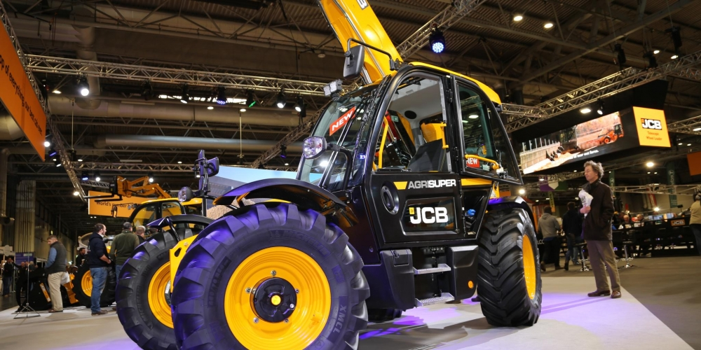 LAMMA: New Cabin for JCB Loadall Telehandler !