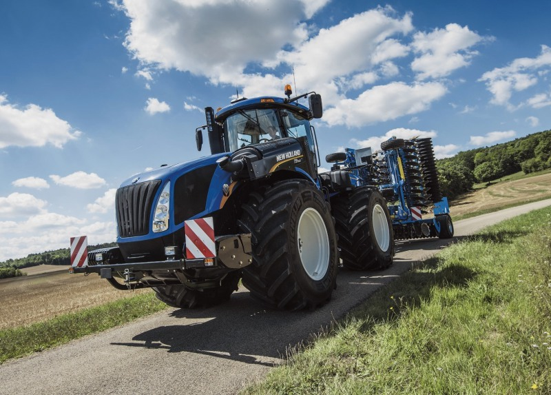 New Holland's T9 gets a CVT