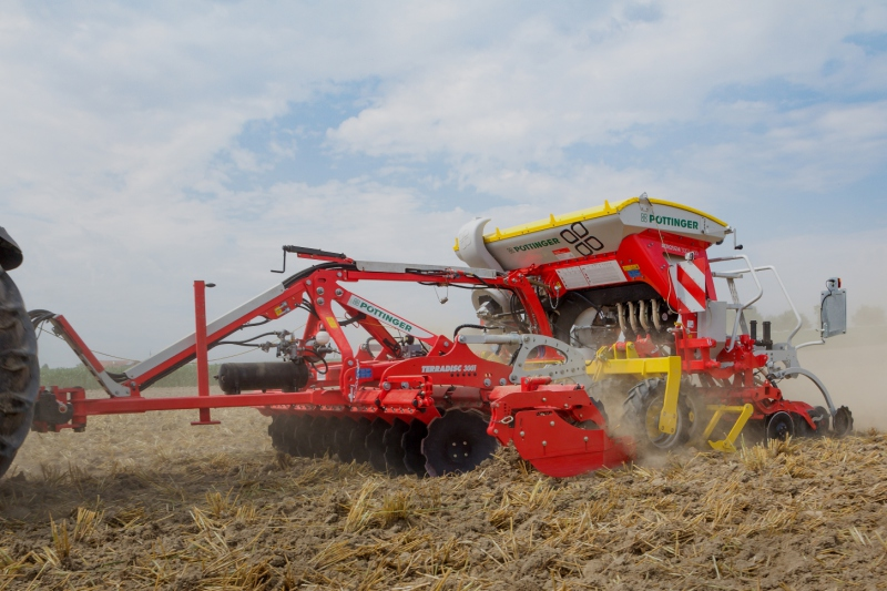 Pöttinger's flexible cultivator/drill combi