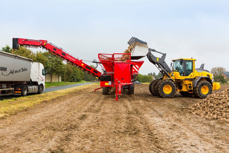 Holmer's flexible sugar beet cleaner loader