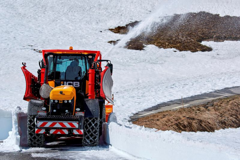 JCB Fastracs help keep Alpine pass open