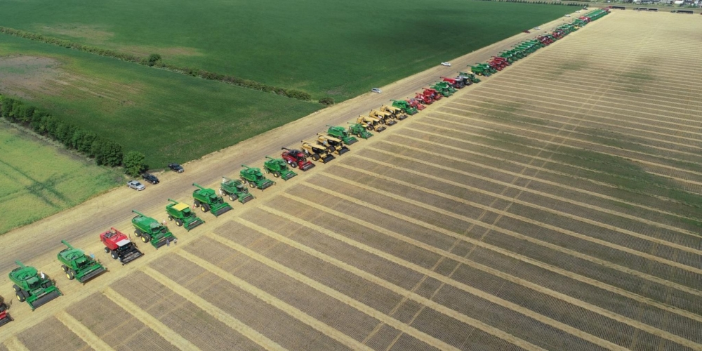 New World Record:  303 combines in the same field !!