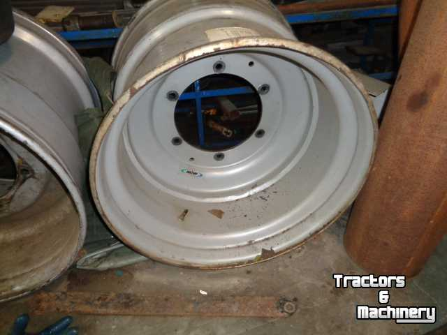 Wheels, Tyres, Rims & Dual spacers Molcon 20.00-26,5