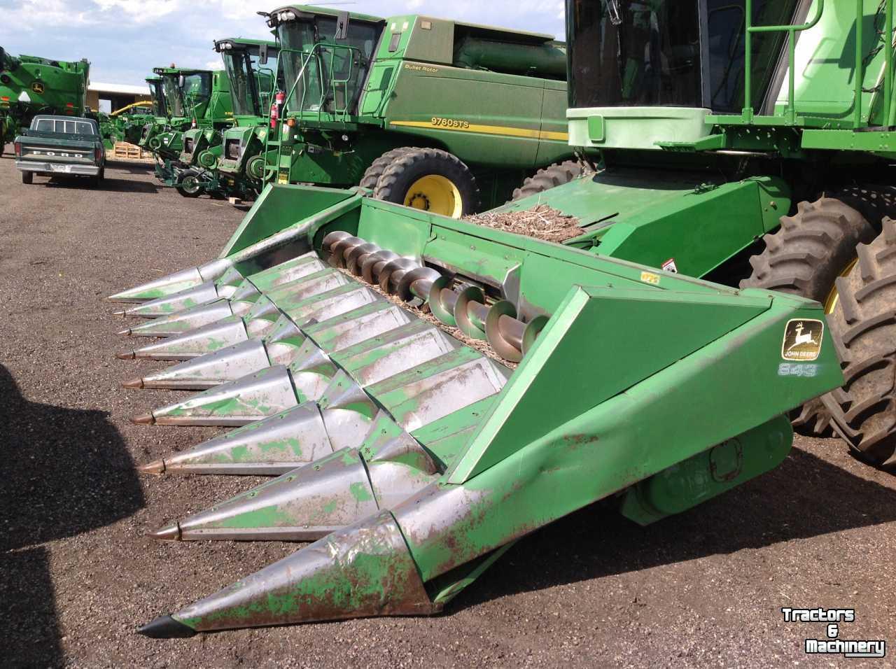 John Deere 843 8R30 CORN COMBINE HEAD CO USA - Used Corn picker - 1982 -  80631 - Greeley - Colorado - USA