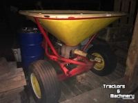 Fertilizer spreader Vicon getrokken kunstmestrooier 300L