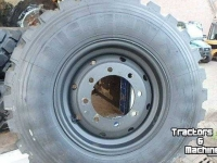 Wheels, Tyres, Rims & Dual spacers Michelin 335/80R20 Unimog banden op 8-gaats velg